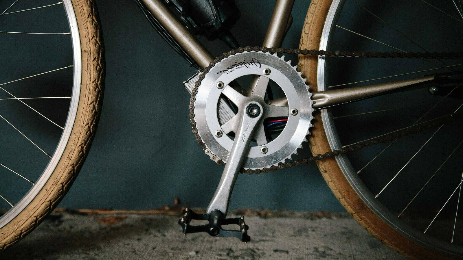 SMALL E-BIKE CONVERSION WITH VINTAGE FRAME, MOTOR,